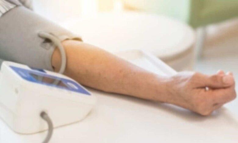 علاج ضغط الدم المنخفض: الأغذية والعادات الصحية تغني معظم المرضى عن استخدام الأدوية