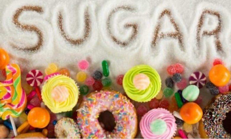 ما الذي يفعله السكر في جسمك ويجعلك لا تستطيع مقاومة الحلويات؟