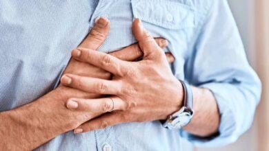 الأزمة القلبية يمكن أن تحدث دون ألم.. فما هي أهم 4 علامات أساسية لها؟ وما الإسعافات الأولية؟