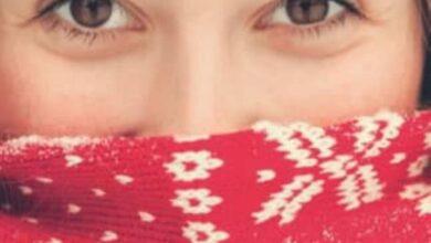 يساعد ارتداء كوفية تغطي الأنف والفم على تجنب تأثير استنشاق الهواء البارد مباشرة بشكل يحمى المناعة الموضعية في الأنف والحلق والمسالك التنفسية من التأثر سلبا.