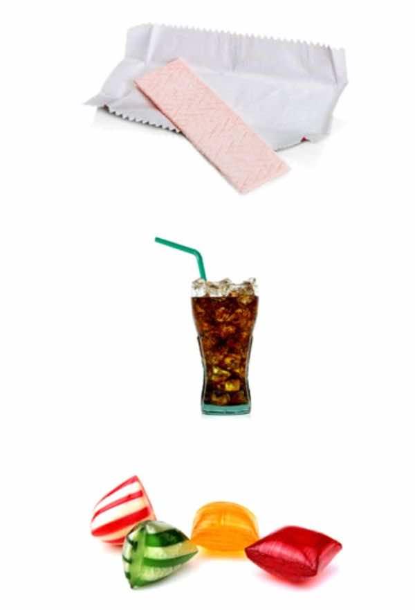 تناول المشروبات الغذائية والعلكة وحلويات السكر يزيد من ابتلاع الغازات