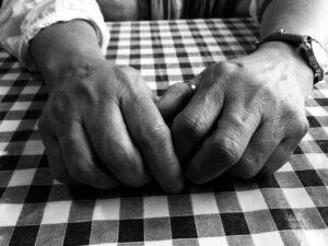تعتبر مفاصل اليد أكثر المفاصل تأثرا بمرض الروماتيزم