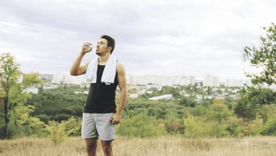 الحقيقة وراء هوس شرب الماء الزائد وارتباطه بالصحة٬ كم كوبا من الماء نحتاج يوميا؟