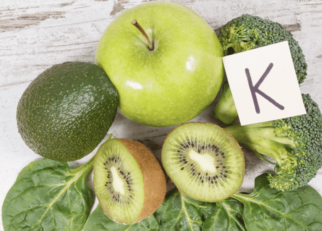 الخضروات الخضراء من المصادر الغنية بفيتامين ك