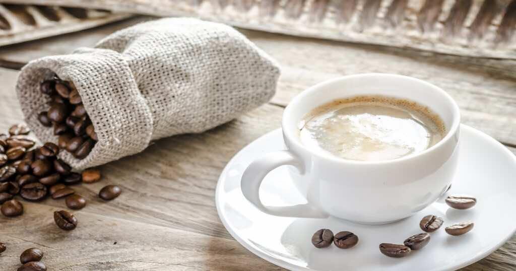 يمكن تناول القهوة أثناء الحمل لكن بقدر محدود ومع مراعاة كمية الكافيين الإضافية التي يتم تناولها في الشوكولاتة أو الكولا وغيرهما