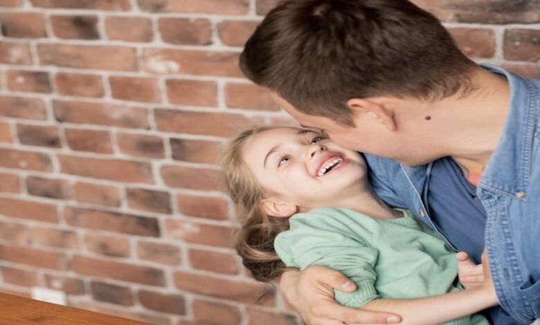 ستدهشك .. 4 فوائد صحية لعناق طفلك ( الفوائد العلمية ل الاحضان ) - هرمونات السعادة