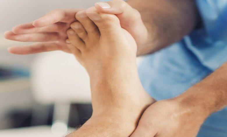 الوقاية من مخاطر القدم السكري | 7 نصائح هامة للعناية بالقدم ومتى يجب اللجوء العاجل للطبيب؟