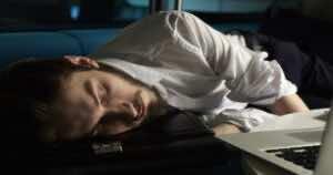 بالرغم من أن دين النوم يظهر في شكل تعب وإرهاق أثناء اليوم٬ لكن الجسم قد يعتاد عليه بمرور الوقت وتتأثر صحته دون ظهور التعب