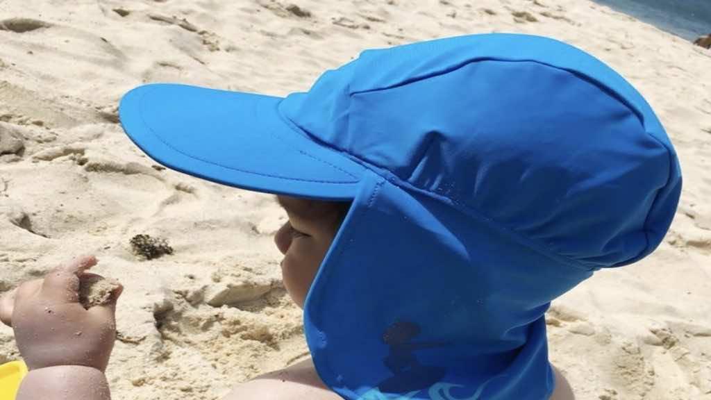 القبعات المزودة بقطعة لحماية الرقبة تحمي بشكل أفضل من أشعة الشمس