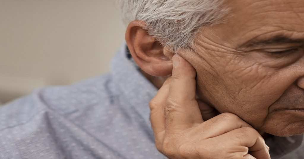 تعتبر مشاكل الأذن من أهم أسباب الدوخة التي تكون في شكل دوار elements.envato