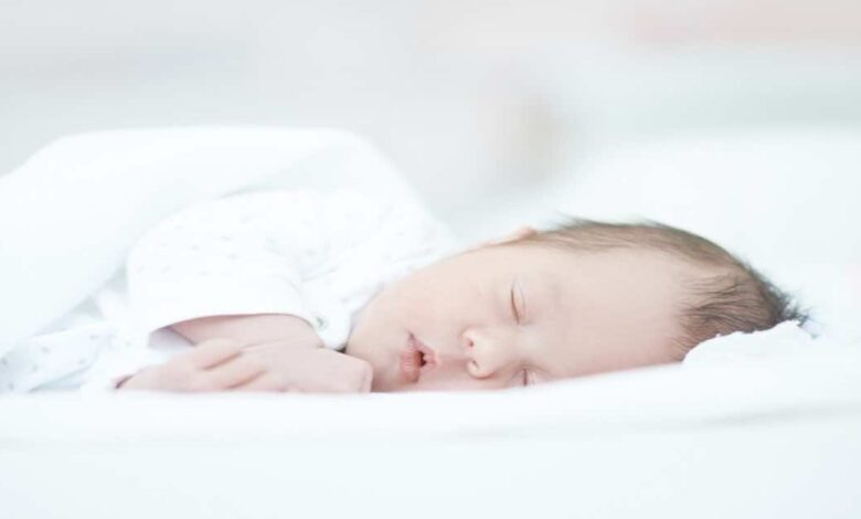 في حالتين يجب فحص قاع العين لحديثي الولادة في المحضن - اعتلال الشبكية عند الاطفال المبتسرين وناقصي النمو