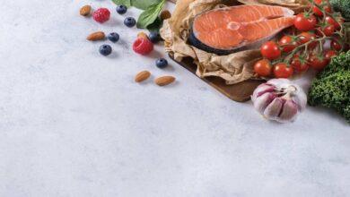 ما أهم 5 أغذية لصحة القلب؟ منها الثوم و بعض أنواع الاسماك