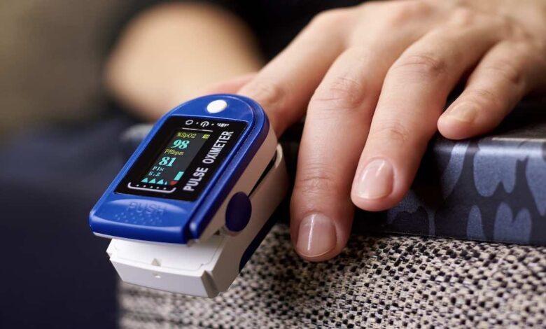 جهاز قياس الاكسجين بالنبض   أفضل 3 أنواع وأسعارها