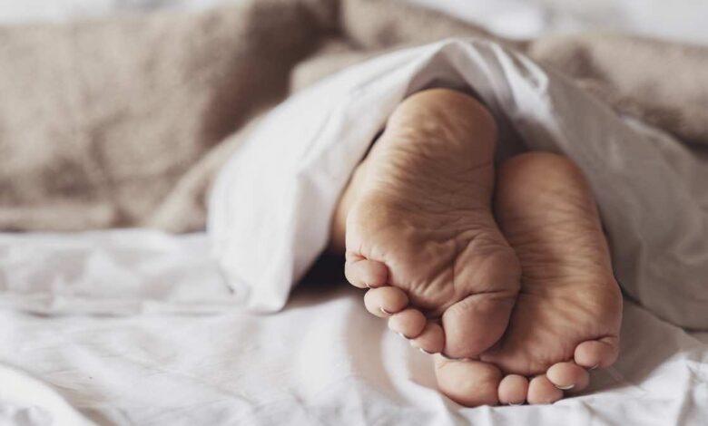مرض رينود | ما هو؟ (بالصور) وكيف يسبب برودة القدمين واليدين؟
