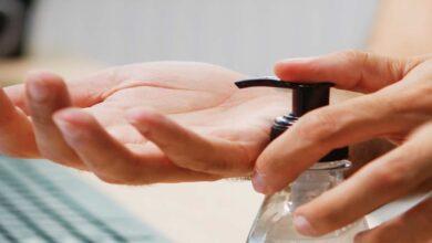 6 مخاطر لاستخدام معقمات اليدين التي تحوي كحول، وما البديل؟